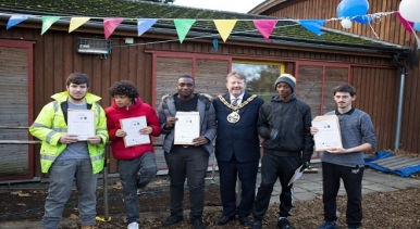 Mayor and young people who took part on the scheme